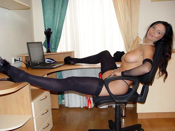 голая секретарша в черных чулках частное фото