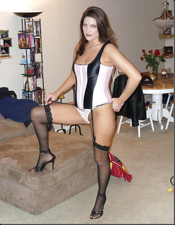 amateur-housewifes-nylons-and-heels-naked-mature-ebony-mom